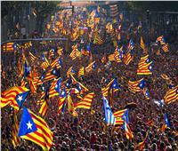إسبانيا تهدد بإرسال الشرطة الوطنية لكتالونيا بعد احتجاجات لدعاة الانفصال