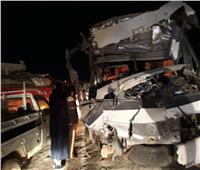 صور  إصابة 31 شخصًا في تصادم أتوبيس وسيارة نقل بالعلمين