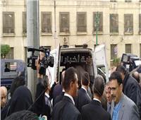 صور| وصول جثمان الراحل إبراهيم سعدة لمسجد عمر مكرم لصلاة الجنازة