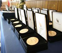 بعد توقيع ترامب لقانون تكريم السادات..10 معلومات عن ميدالية الكونجرس الذهبية
