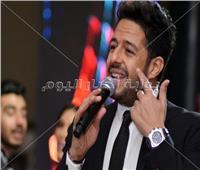 صور| الجمهور يتفاعل مع محمد حماقي في زفاف «محمد وحنين»