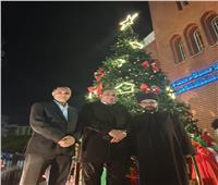 شجرة الميلاد أمام كاتدرائية «الكلدان» في القاهرة