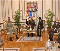 فيديو  وزير الدفاع والفريق محمد فريد يلتقيان رئيس الأركان الباكستاني