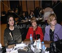 صور| درية شرف الدين وسناء منصور تشاركان بمؤتمر «الإعلام الهادف»