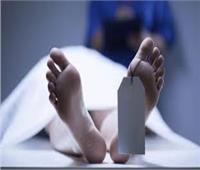 بسبب شرب المخدرات.. يلفظ أنفاسه الأخيرة وصديقه يلقي بجثته في الشارع