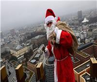 «سانتا كلوز» يفاجئ مواطني برلين للمرة الأولى