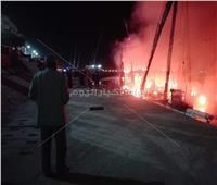 صور| السيطرة على حريق بأحد المراكب المتوقفة في الأقصر