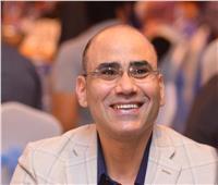 عمرو فهمي يتألق في صالون الجنوب الدولي بلوحة «القرداتي»