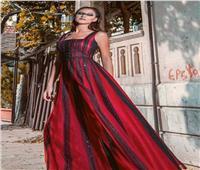صور.. مصممة أزياء سورية تقدم فساتين مفعمة بالأنوثة