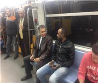 صور| وزير النقل يقوم بجولة مفاجئة بعد منتصف الليل لعدد من محطات المترو