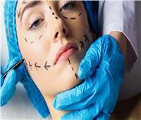 تعرفي على .. مقومات طبيب التجميل المحترف