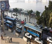 صور| شلل مروري في وسط القاهرة بسبب كسر ماسورة مياه أمام «ماسبيرو»