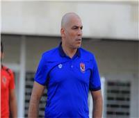 محمد يوسف يعقد محاضرة للاعبي الأهلي قبل المران