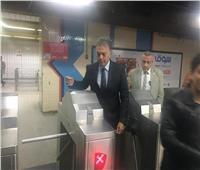 وزير النقل يتعهد لركاب القطارات بتحسين الخدمة
