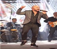 بحفل كامل العدد.. محمود العسيلي يشعل الأجواء في حفل الكريسماس