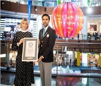 «دبي مول» يدخل موسوعة جينيس بأكبر كرة زينة في العالم