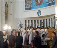 بدء قداس عيد الميلاد بكاتدرائية السيدة العذراء للأقباط الكاثوليك