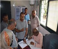محافظ المنيا يبحث مع وفد مصر الخير توصيل المرافق «لمجمع المنسوجات»