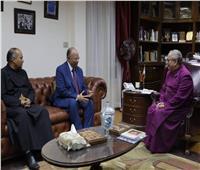 محافظ القاهرة يهني الكنيسة الأسقفية بمناسبة عيد الميلاد المجيد