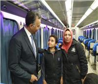 صور  وزير النقل يستقل قطار طنطا لمتابعة حالة السكة وتطوير الإشارات