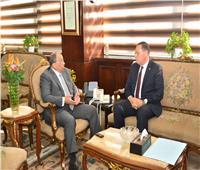 وزير التنمية المحلية يعقدً اجتماعا مع محافظ الشرقية