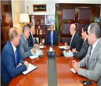 وزير التنمية المحلية يعقد اجتماعا مع نواب محافظ القاهرة