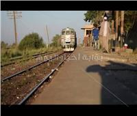 صور| أهالي كوم ابو راضي يطالبون بصيانة محطة السكة الحديد