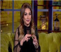 شاهد|روجينا تؤدي مناسك العمرة مع ابنتيها