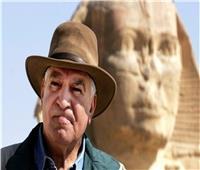 بالفيديو| زاهي حواس عن مزاعم اكتشاف مقبرة فضائي في مصر: «ناس بتخرف»