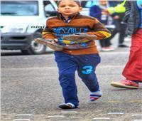مدير أمن الإسماعيلية يكرم طفل ماراثون زايد «الحافي»