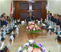 وزير التنمية المحلية يعقد اجتماعا مع قيادات الوزارة لاستعراض أهم الملفات