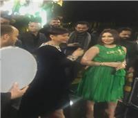 شاهد| شيرين عبد الوهاب تحتفل بزفاف شقيقتها بحضور بوسي
