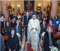 محافظ الإسكندرية يشارك في القداس مع بطريرك الروم الكاثوليك