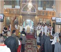 توافد المصلين على كنائس السويس في ليلة عيد الميلاد المجيد