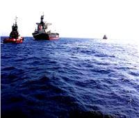 ميناء الإسكندرية تنجح في إنقاذ سفينة سحبتها الأمواج بعيدًا عن الرصيف