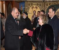 محافظ الغربية والقيادات الأمنية يقدمون التهنئة للمسيحيين