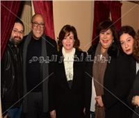 صور| عبدالدايم وشاهين وصدقي يهنون «عبدالباقي» على مسرحيته الجديدة