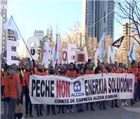 شاهد| مواجهات بين الشرطة ومحتجين على إغلاق مصنعي ألمونيوم في إسبانيا