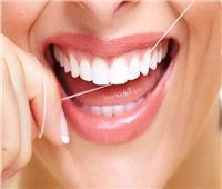 لهذه الأسباب.. احذري من خيط تنظيف الأسنان