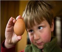 متى يبدأ طفلك يتناول البيض؟ وطرق تقديمه