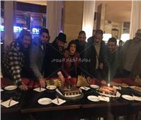 صور| احتفال أسرة «كازابلانكا» بعيد ميلاد عمرو عبدالجليل
