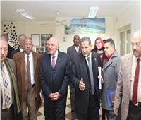 «نقيب المعلمين» يصل محافظة المنيا ويتفقد مبنى النقابة الفرعية