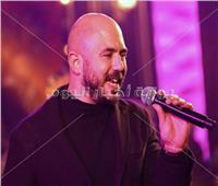 صور| العسيلي يتألق وسط جمهوره في حفل غنائي بأحد الفنادق