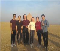 فريق «أوبرا باريس» يزور منطقة الأهرامات| صور