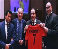 مجلس الوزراء يكشف سر «تيشرت» مدبولي الأحمر رقم «7»