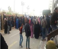 العشرات يحتجون علي قرار إزالة منازلهم أمام ديوان محافظة الإسماعيلية