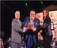 صور| تكريم خالد جلال ونهال عنبر بمسرح «الشباب والرياضة»