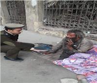 صور  مدير أمن الغربية يأمر بانقاذ عجوز من برد الرصيف