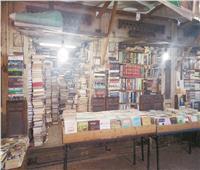 معرض «سور الأزبكية» يواجه البرد بدفء الأسعار