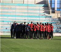 الأهلي يؤدي صلاة الجمعة في فندق بجنوب الجزائر